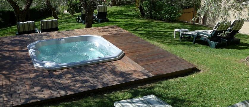 Hotel Degli Olivi Garden Whirlpool.jpg